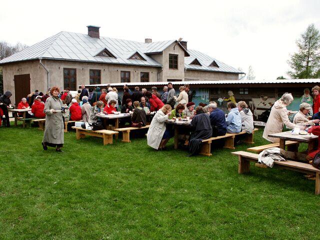 Muuseumitöötajad Imaveres 17.05.2005